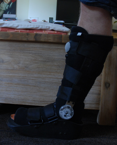 hinged boot plantar